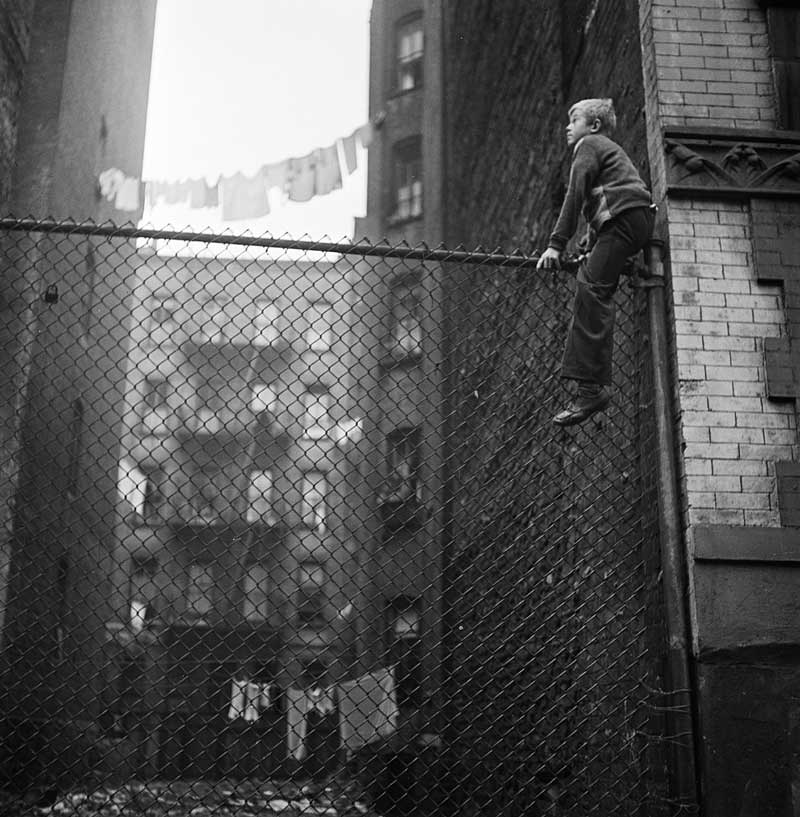 Stanley-Kubrick-kid-on-the-fence